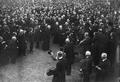 Général de Castelnau arrivant à la manifestation de Nancy 1925.png