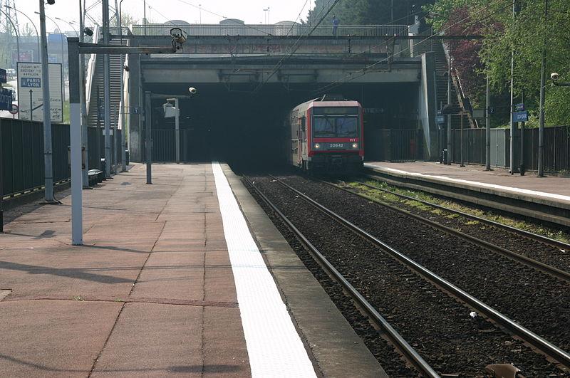 File:Gare de Grigny IMG 2210.JPG