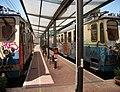 Genova staz piazza Manin treni marciapiede.JPG