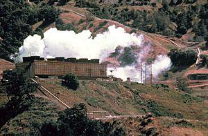 Una centrale geotermoelettrica presso The Geysers, nella California del nord.