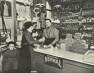 1910 in Sweden - Gertrud Månsson in her shop, Idun (magazine), 3 April 1910