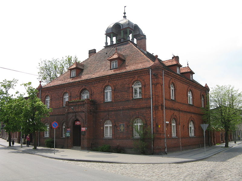 File:Gniewkowo Town Hall 2011.jpg