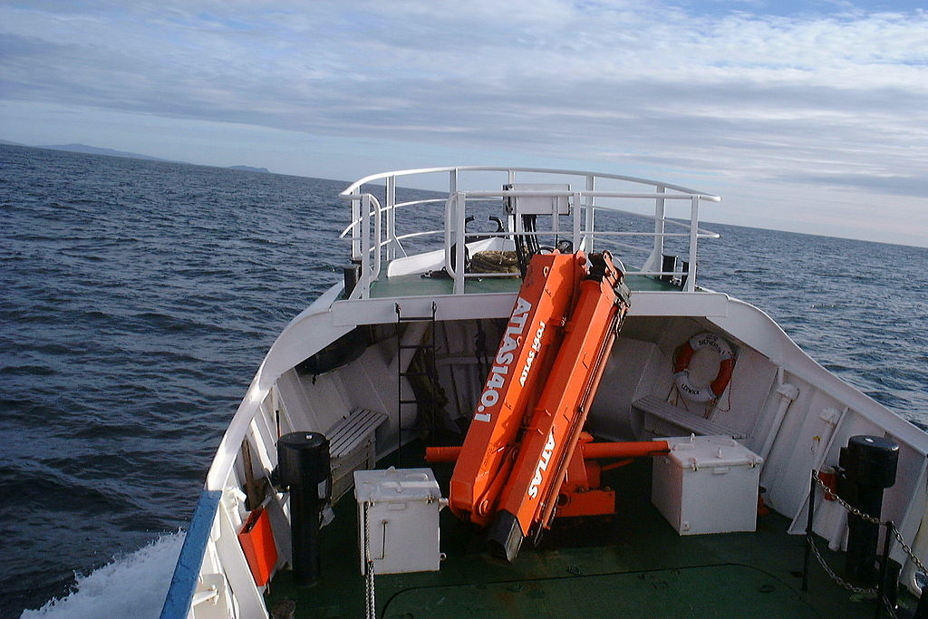 File:Good Shepherd IV loading crane on route to Fair Isle.jpg ...
