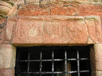 Greenknowe Tower - Inscription above the door. IS for James Seton, IE for Janet Edmonstone, his wife, with their respective coats of arms, and the date 1581.