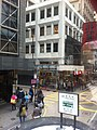 HK tram tour 上環 Sheung Wan 德輔道中 Des Voeux Road Central 禧利街 Hillier Street stop sign Jan-2012.jpg