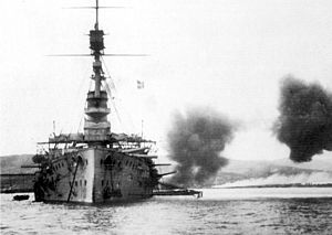 HMS Cornwallis broadside Suvla December 1915.jpg