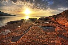 L'alba sulla Baia della Luna di Miele, penisola di Freycinet.