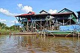 Houses on the water in Kampong Phlouk.jpg