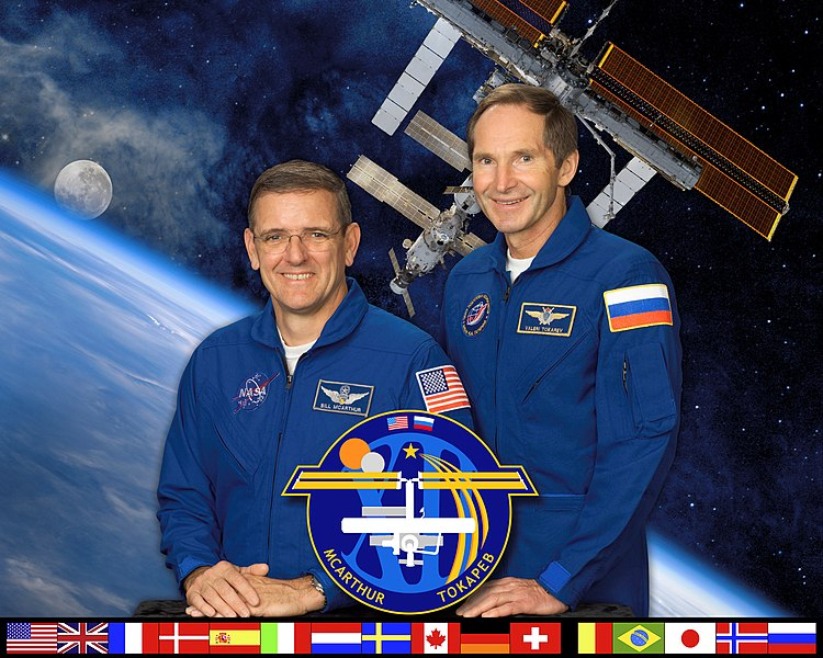 Αρχείο:ISS Expedition 12 crew.jpg
