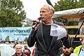 Jürgen Trettin bei einer Demo für die Schließung Tegels (49065213116).jpg
