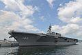 JS Ise (DDH-182) afgemeerd op berth E in Kure, -30 augustus 2014 a.jpg