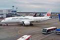 Japan Airlines, JA823J, Boeing 787-8 Dreamliner (17437622776).jpg