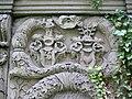 Jena Johannisfriedhof Neuberger Wappen.jpg