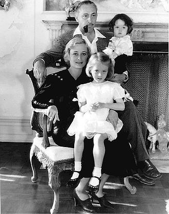 Dolores Costello - Dolores Costello with husband John Barrymore and children John Drew Barrymore and Dolores Barrymore (1934)