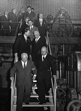 Juuso Walden - Walden with Nikita Khrushchev at the Kaipola paper mill in 1957.