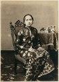 KITLV 10018 - Kassian Céphas - Bendoro Raden Ayu Danoenegoro in court dress, belonging to the family of Hamengkoe Buwono VII sultan of Yogyakarta - Around 1885.tif