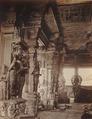 KITLV 92098 - Unknown - Pillars in the temple complex at Madurai Meenakshi Sundareshvara in India - Around 1870.tif