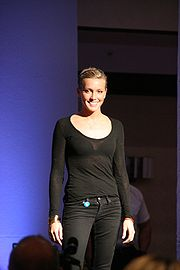 Katie Cassidy - Wikipedia