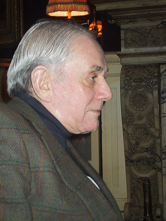 Kenneth Jay Lane - Kenneth Jay Lane in his apartment in New York City, 2003
