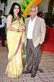 Kiran Juneja, Ramesh Sippy at Esha Deol's wedding at ISCKON temple 21.jpg