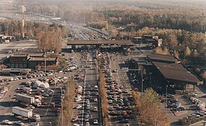 Helmstedt–Marienborn border crossing - West German checkpoint in November 1989