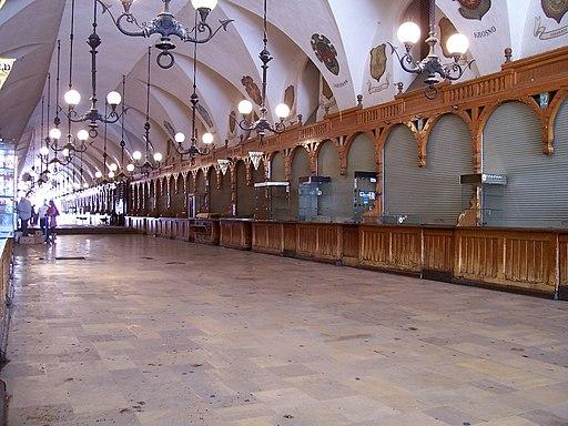 Kraków - Sukiennice - inside - almost noone