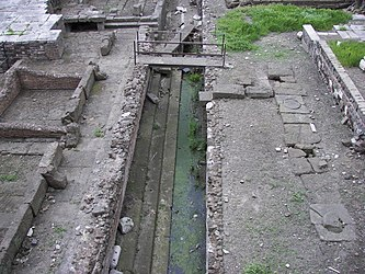 Largo di Torre Argentina trench.jpg