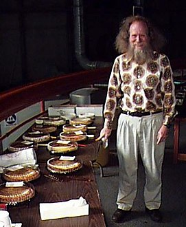 Larry Shaw, the founder of Pi Day, at the Exploratorium in San Francisco--2007 March 21.jpg