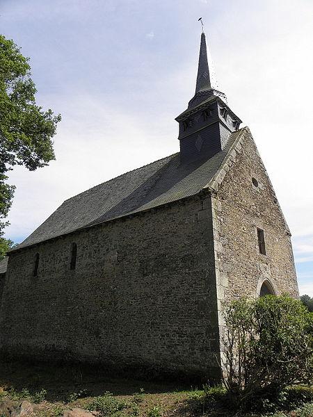 Façade occidentale et flanc nord de l'église Saint-Loup du Lou-du-Lac (35).