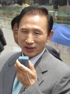 Jisoo Han - Image: Lee Myung bak 2005