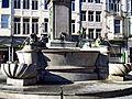 Liège, Vinâve d'Île, statue Vierge à l'Enfant (Del Cour)5.jpg