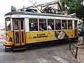 Lisboa, Rua das Escolas Gerais, bonde.jpg