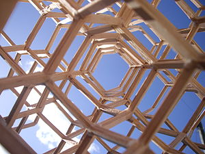 Diamond cubic - Example of a diamond cubic truss system for resisting compression