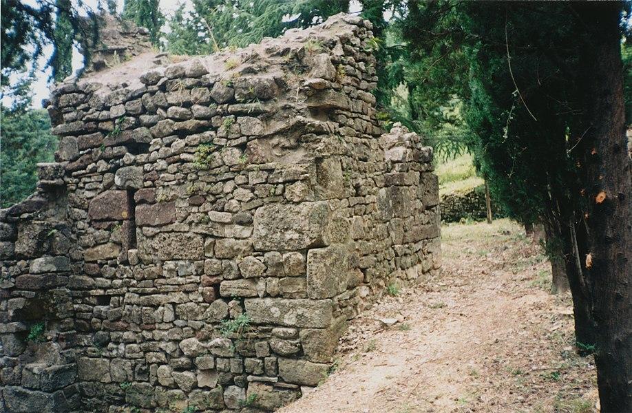 Lunas (Hérault) - chevet de la chapelle Saint-Georges.