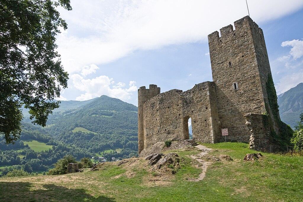 File luz saint sauveur chateau ste wikimedia - Piscine luz saint sauveur ...