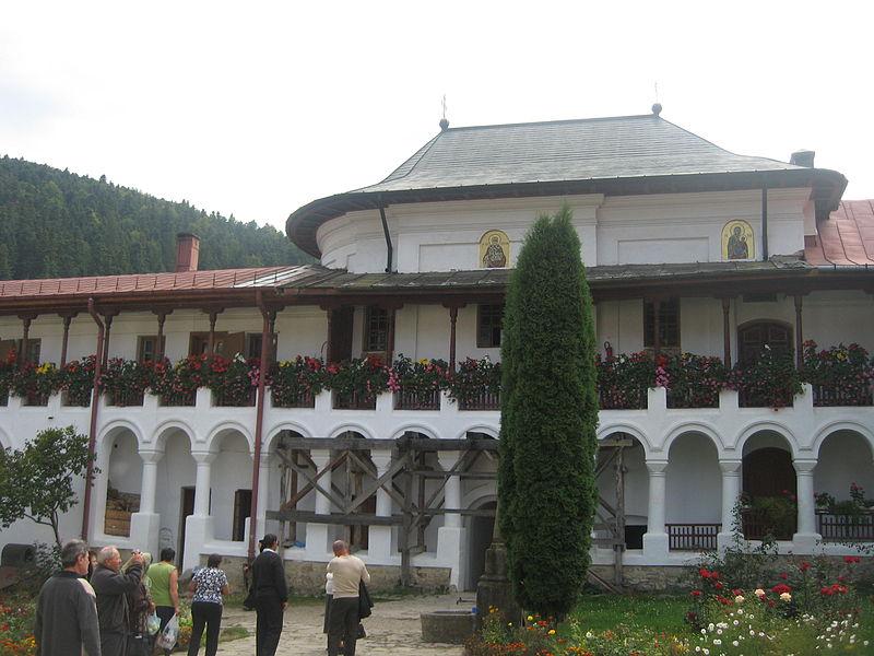 File:Mănăstirea Agapia18.jpg