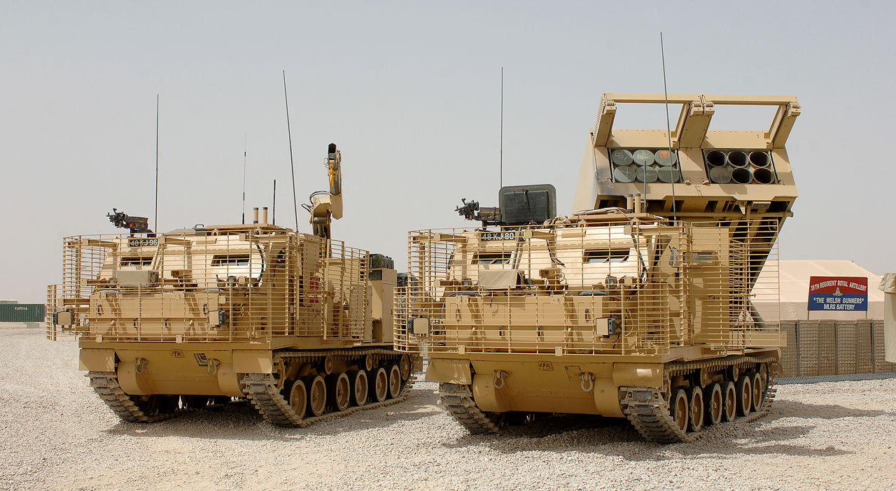 الراجمه الامريكيه M270 1280px-MLRS_%28Multiple_Launch_Rocket_System%29_Vehicles_at_Camp_Bastion%2C_Afghanistan_MOD_45148148