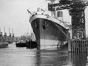 Blue Funnel Line - Image: MV 'Menestheus' in King George V Dock