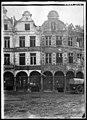 Maison - Façades des maisons de la Petite Place après un bombardement - Arras - Médiathèque de l'architecture et du patrimoine - APDU001401.jpg