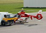 Mannheim - Eurocopter 135 D-HDRB DRF Luftrettung und Mercedes-Benz Tankwagen.JPG