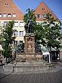 Martin-Behaim-Standbild Theresienplatz.jpg