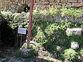 Mausoleo di alicarnasso, mura del peribolo.JPG