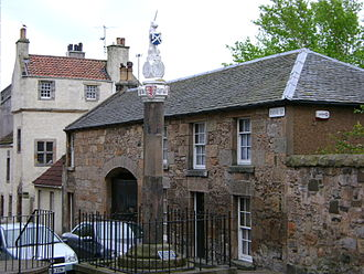 Inverkeithing - Mercat Cross with Thomsoun's House