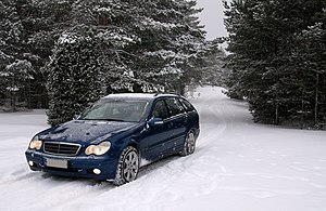 Snow tire - Image: Mercedes Benz S203 Yyteri