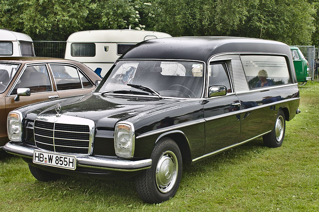 File mercedes benz w115 hearse jpg wikimedia commons for Mercedes benz hearse