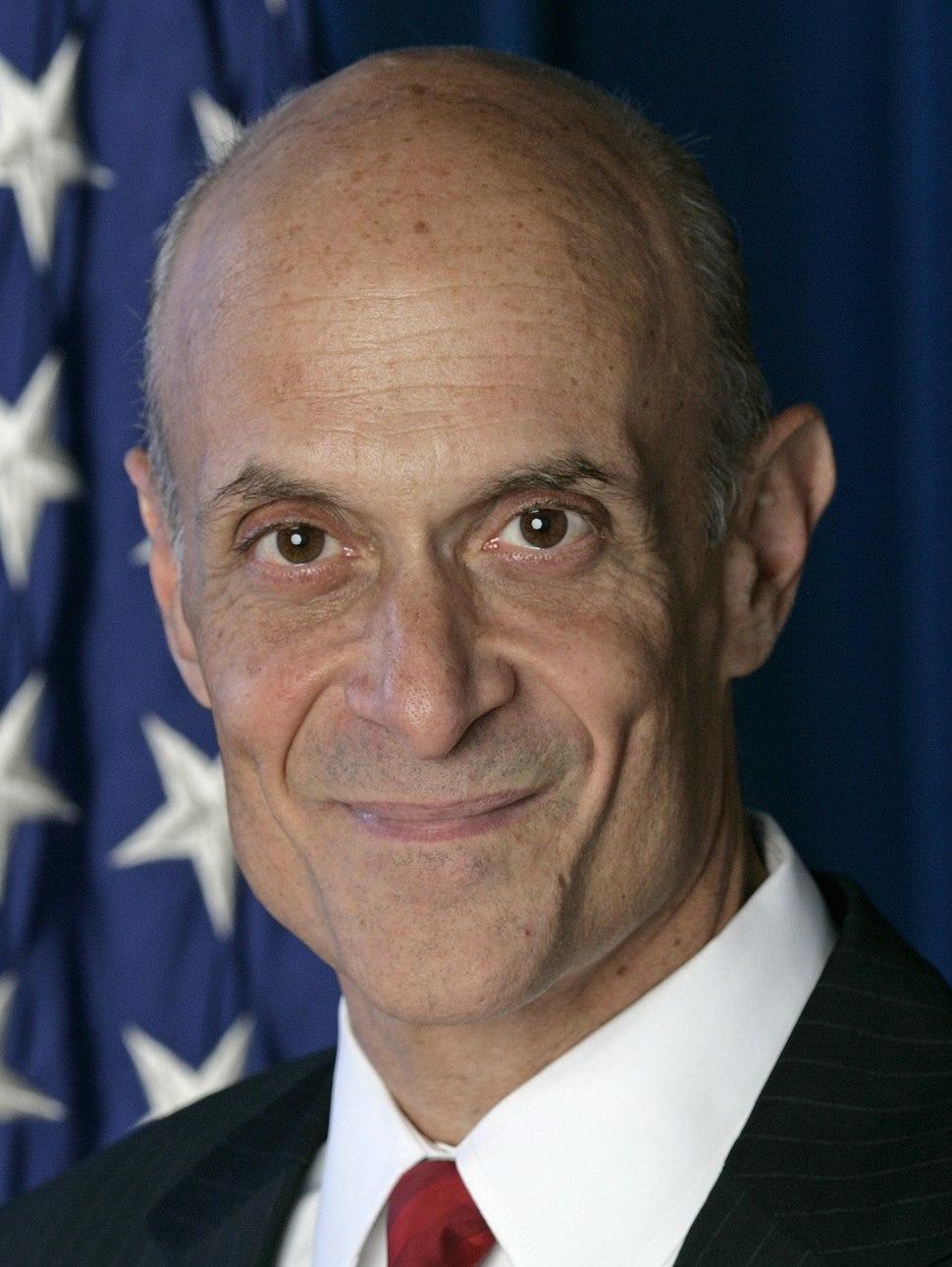 Michael Chertoff, official DHS photo portrait, 2007 (cropped).jpg
