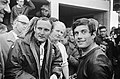 Mike Hailwood en Giacomo Agostini in het rennerskwartier, Bestanddeelnr 920-4321.jpg