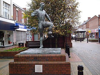 Jackie Milburn - Statue of Milburn in Ashington
