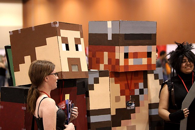 640px-Minecraft_cosplayers_%285778458010%29.jpg