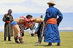 Mongolskie zapasy na lokalnym festiwalu Naadam (10).jpg